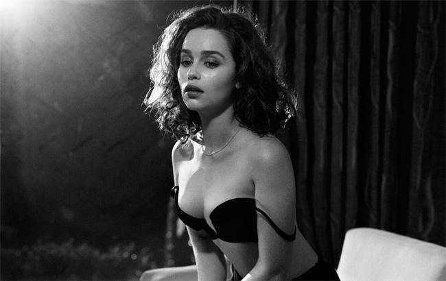 """Dù vẫn chỉ được xem như một diễn viên trẻ, nhưng  """" Mẹ rồng """"  của  """" Game of Thrones """"  (Trò chơi vương quyền) đã trở thành một trong những nghệ sỹ nữ  """" hot """"  nhất Hollywood."""