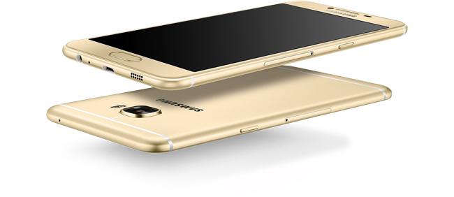 Sản phẩm được Samsung chăm chút khá kỹ lưỡng về thiết kế bên ngoài.