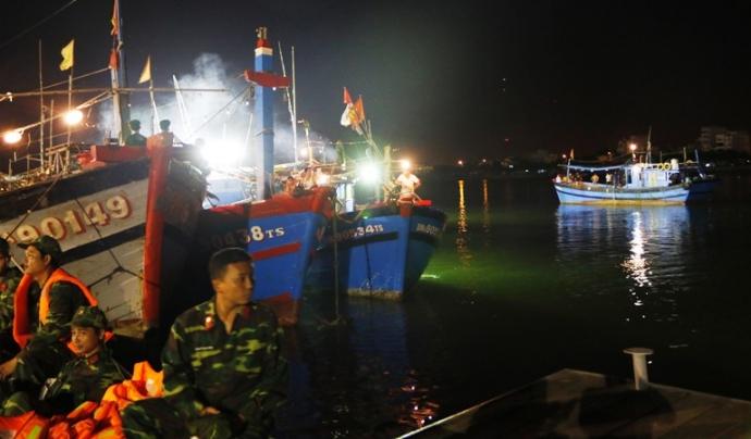 Trắng đêm tìm kiếm nạn nhân vụ chìm tàu trên sông Hàn - 12
