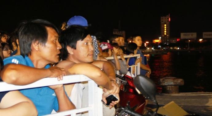 Trắng đêm tìm kiếm nạn nhân vụ chìm tàu trên sông Hàn - 8