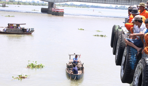 Phát hiện thi thể nam thanh niên trôi gần cầu Đồng Nai - 1