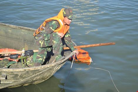 Nạn nhân vụ Chìm tàu Sông Hàn - Xem đặc công lặn tìm kiếm - 1