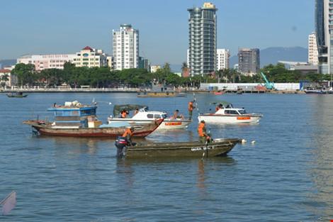 Ảnh: Đặc công lặn tìm nạn nhân vụ chìm tàu sông Hàn - 5