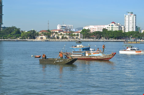 Ảnh: Đặc công lặn tìm nạn nhân vụ chìm tàu sông Hàn - 6