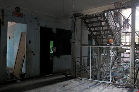 """Bên trong chung cư """"ma"""" sắp được tháo dỡ ở Sài Gòn - 10"""