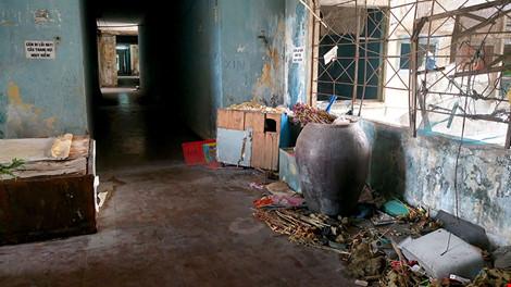 """Bên trong chung cư """"ma"""" sắp được tháo dỡ ở Sài Gòn - 11"""