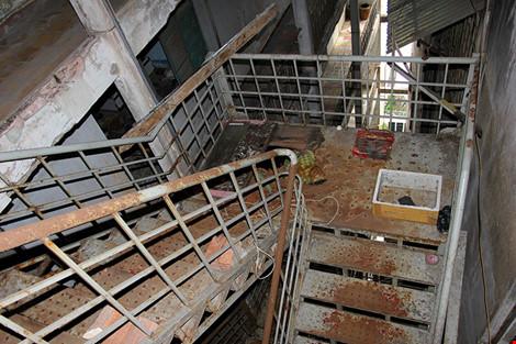 """Bên trong chung cư """"ma"""" sắp được tháo dỡ ở Sài Gòn - 12"""