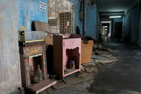 """Bên trong chung cư """"ma"""" sắp được tháo dỡ ở Sài Gòn - 13"""