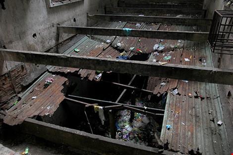 """Bên trong chung cư """"ma"""" sắp được tháo dỡ ở Sài Gòn - 5"""