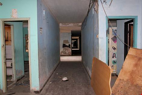 """Bên trong chung cư """"ma"""" sắp được tháo dỡ ở Sài Gòn - 9"""
