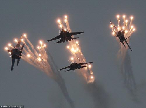 Ngắm chiến đấu cơ Nga phô diễn sức mạnh hoành tráng - 2