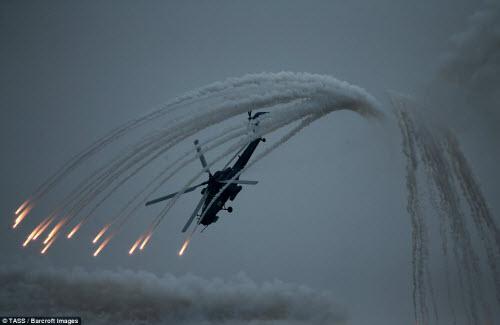 Ngắm chiến đấu cơ Nga phô diễn sức mạnh hoành tráng - 3
