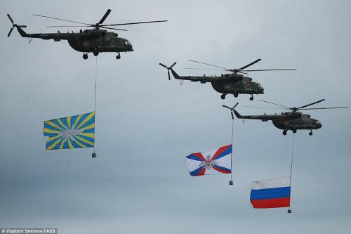 Ngắm chiến đấu cơ Nga phô diễn sức mạnh hoành tráng - 5
