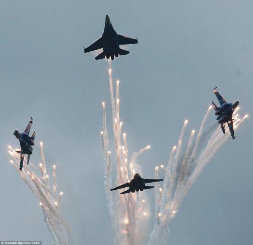 Ngắm chiến đấu cơ Nga phô diễn sức mạnh hoành tráng - 6