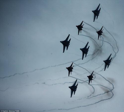 Ngắm chiến đấu cơ Nga phô diễn sức mạnh hoành tráng - 9