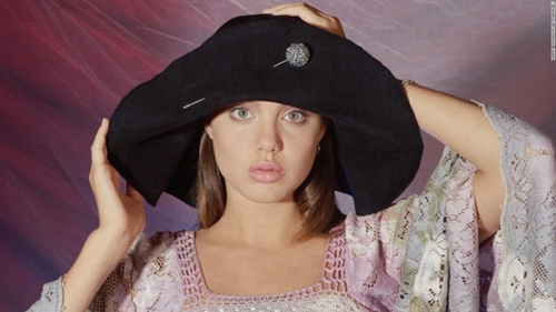 Ngắm Angelina Jolie ngây thơ tuổi 15 - 1