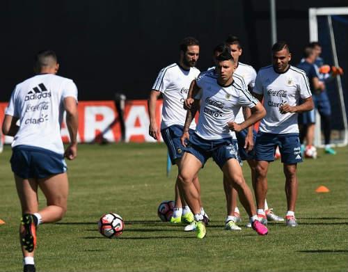 Messi râu ria lạ mắt, miệt mài tập luyện sau vụ hầu tòa - 9