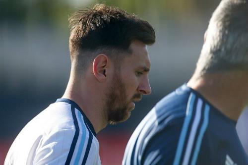 Messi râu ria lạ mắt, miệt mài tập luyện sau vụ hầu tòa - 2