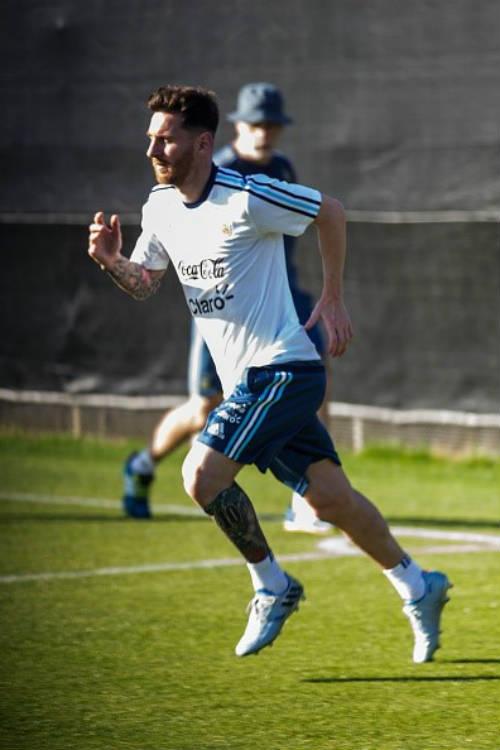 Messi râu ria lạ mắt, miệt mài tập luyện sau vụ hầu tòa - 3