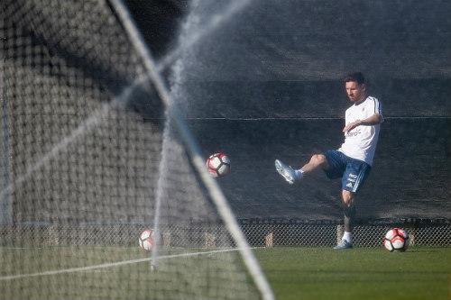 Messi râu ria lạ mắt, miệt mài tập luyện sau vụ hầu tòa - 5
