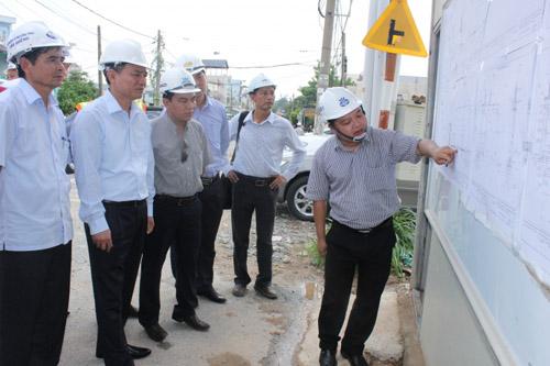 Bộ trưởng Bộ GTVT kiểm tra tiến độ thi công cầu Ghềnh - 1