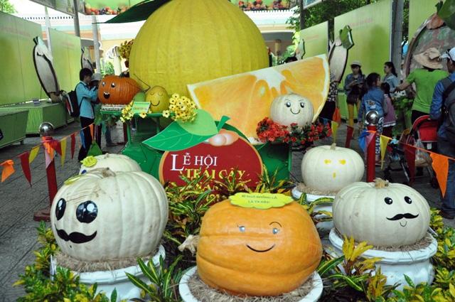 Trái cây khổng lồ hội tụ ở Sài Gòn - 1