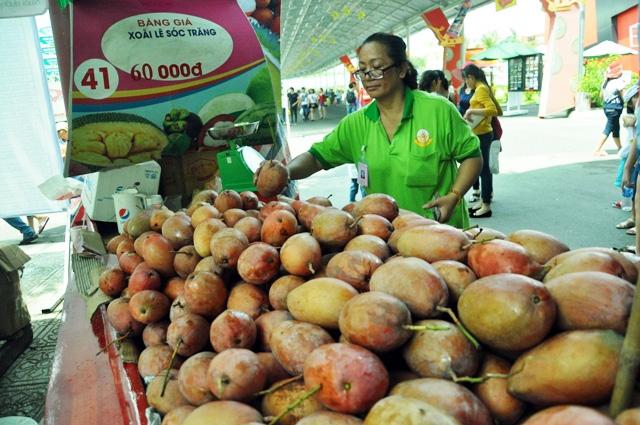 Trái cây khổng lồ hội tụ ở Sài Gòn - 9