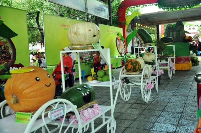 Trái cây khổng lồ hội tụ ở Sài Gòn - 10