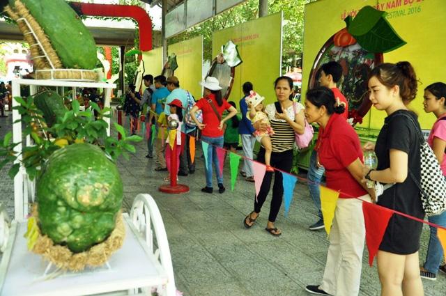 Trái cây khổng lồ hội tụ ở Sài Gòn - 7