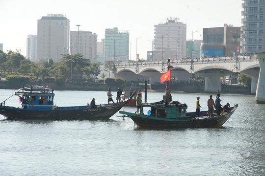 Vụ chìm tàu sông Hàn: Tìm thấy thi thể 3 người mất tích - 13