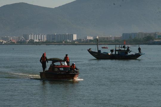 Vụ chìm tàu sông Hàn: Tìm thấy thi thể 3 người mất tích - 14