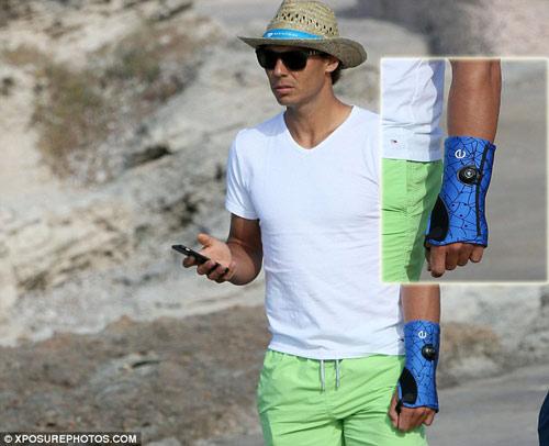 Nadal dẫn bạn gái đi biển, mơ hồ dự Wimbledon - 2