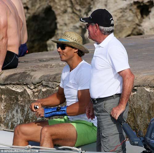 Nadal dẫn bạn gái đi biển, mơ hồ dự Wimbledon - 3