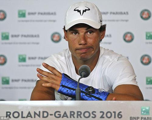 Nadal dẫn bạn gái đi biển, mơ hồ dự Wimbledon - 1