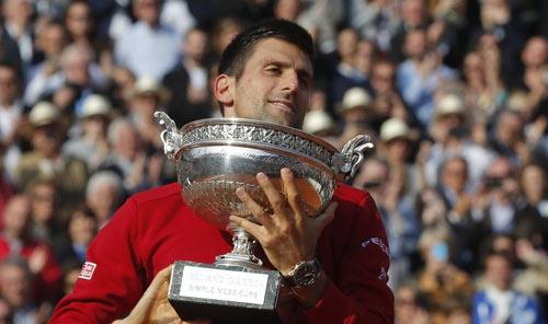 Nghẹn ngào hạnh phúc, Djokovic vẽ trái tim ở Roland Garros - 11
