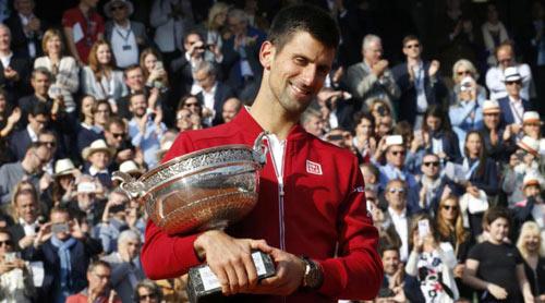 Nghẹn ngào hạnh phúc, Djokovic vẽ trái tim ở Roland Garros - 9