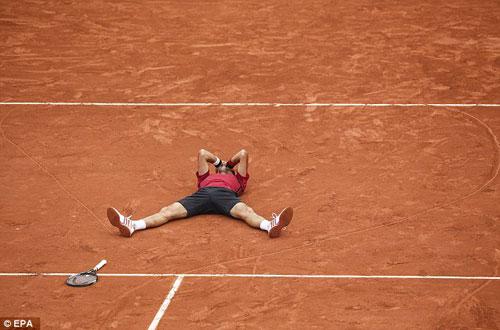 Nghẹn ngào hạnh phúc, Djokovic vẽ trái tim ở Roland Garros - 6