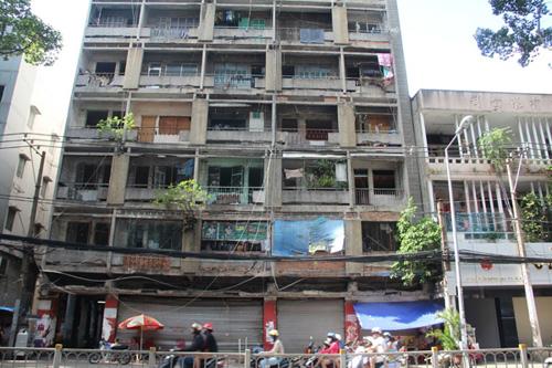 Nguy hiểm trong những chung cư cũ ở TP.HCM - 1