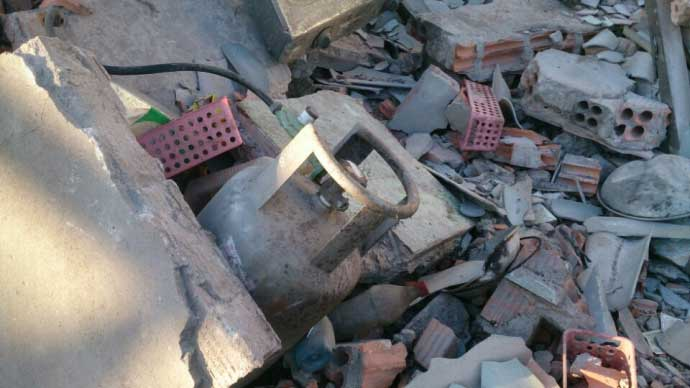 Vụ nổ ở đảo Phú Qúy: Tận thấy những bánh thuốc nổ - 6