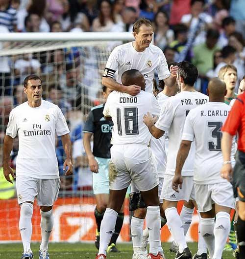 """Figo, Raul """"nhảy múa"""" cùng đội huyền thoại Real - 7"""