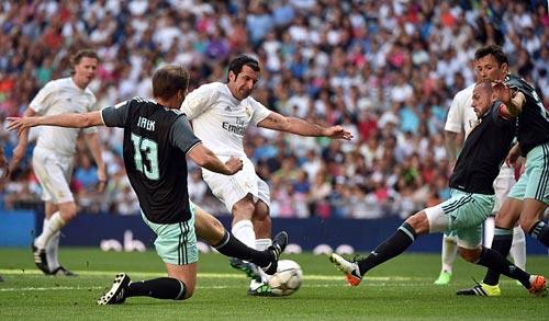 """Figo, Raul """"nhảy múa"""" cùng đội huyền thoại Real - 1"""