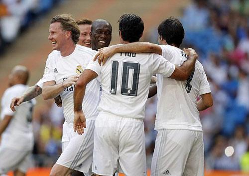"""Figo, Raul """"nhảy múa"""" cùng đội huyền thoại Real - 4"""