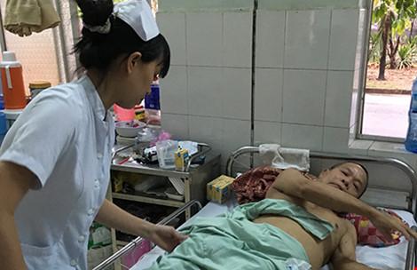 Bế tắc, ông cụ ba lần tự tử không thành ở bệnh viện - 1