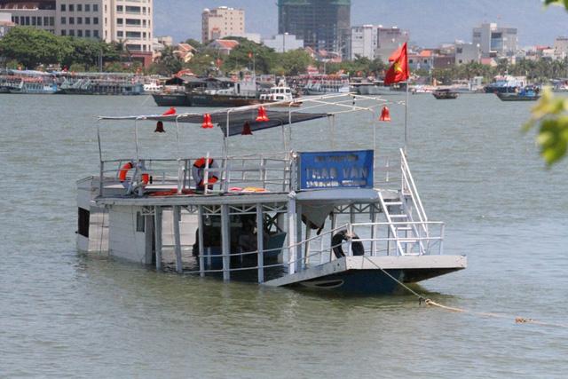 Chìm tàu trên Sông Hàn - 2