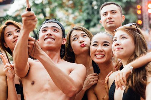 """Thiếu nữ nóng bỏng """"thiêu đốt' tiệc bể bơi ở Hà Nội - 14"""