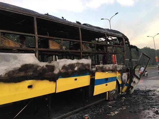 Xe giường nằm phát nổ, bốc cháy, 30 hành khách kêu gào - 3
