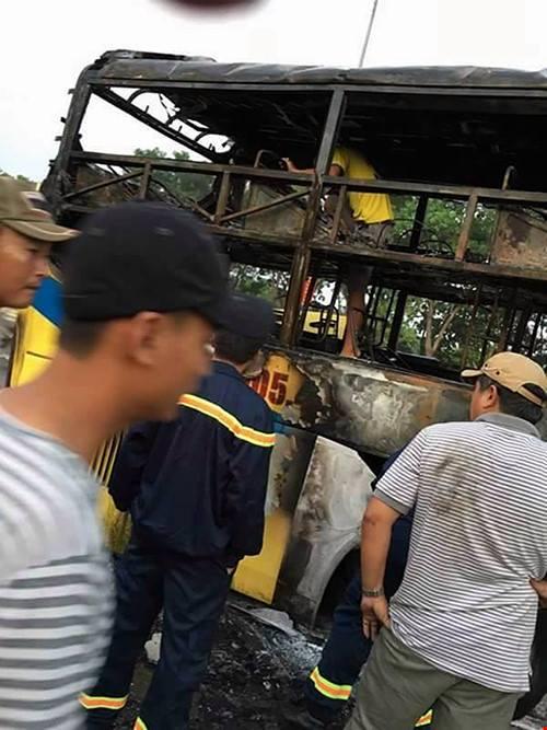 Xe giường nằm phát nổ, bốc cháy, 30 hành khách kêu gào - 4