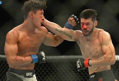 UFC: Ăn đòn sưng mặt vẫn đấu rồi cùng đi viện - 1