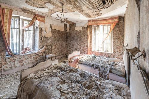 Vẻ đẹp kỳ quái bên trong những tòa nhà bỏ hoang - 4