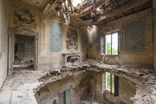 Vẻ đẹp kỳ quái bên trong những tòa nhà bỏ hoang - 6